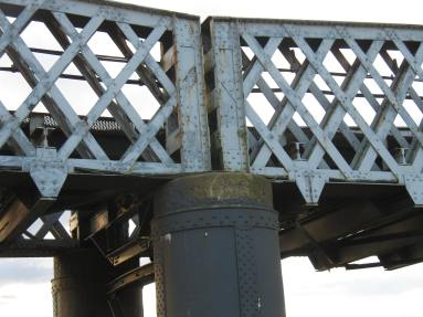 Spans resting on cylindrical piers