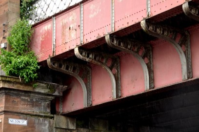 photograph showing a closeup of the steel brackets supporting the solid plates of the bridge parapet.